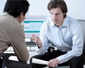 Un profesor de la Harvard Business School va tine un curs de negociere la Bucuresti