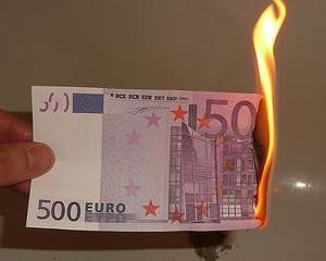 Sondaj: Cei mai multi europeni considera ca moneda euro afecteaza economia