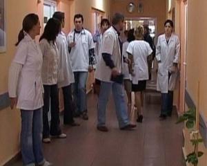 Guvernul taie finantarea pentru 60 de spitale, 7 devin camine de batrani