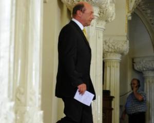 Presedintele Traian Basescu cere ca la referendum sa se introduca si solicitarea pentru Parlament unicameral