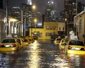 Uraganul Sandy loveste economia americana