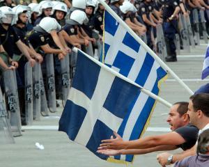 Grecii fac greva fiscala: refuza sa mai plateasca TVA marita