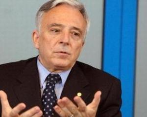 Mugur Isarescu: Cred ca RISCA cei care vorbesc despre o prognoza a cursului spre 5 lei/euro