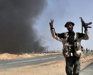 Gadhafi, supranumit de rebeli TIRANUL DRACULIBIA. Una dintre ultimele redute ale dictatorului, Sirte, este pe cale de a cadea