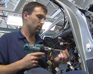 EFECTE CUTREMUR JAPONIA: Productia mondiala de vehicule ar putea scadea cu 30%