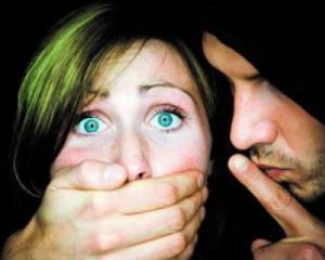 Insultarea unei femei in public se va sfarsi cu o amenda de 250 de euro