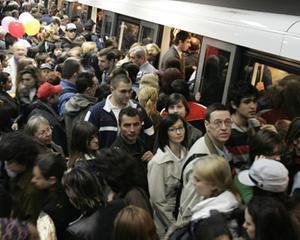 De ce primesc incaltaminte gratuit calatorii metroului din Beijing