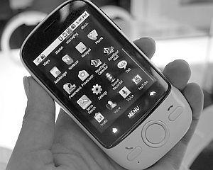 Huawei si ZTE doresc sa vanda 100 milioane de smartphone-uri in acest an