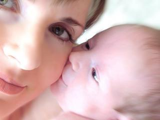 Ministrul Muncii: Nicio mamica nu va fi concediata pe timpul concediului de crestere a copilului