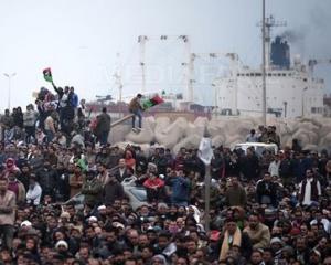 Gadhafi le vorbeste oamenilor din Tripoli