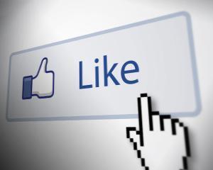 Cum sunt influentate cumparaturile de dispozitivele inteligente si de social media