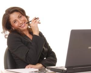 Studiu: Cum poti sa-ti cladesti cariera ajutandu-i pe altii