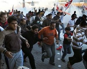 Protestatarii din Bahrain intensifica presiunea asupra conducatorilor