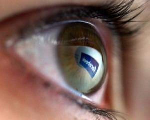 Conectati-va pe Facebook... dintr-o privire!