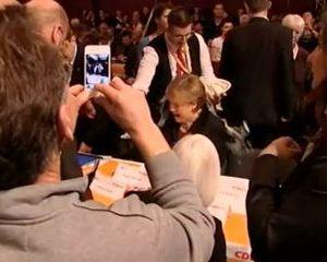 Angela Merkel si chelnerul merg mai departe