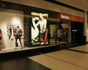 Reduceri de 70% la haine Zara, Bershka si Stradivarius