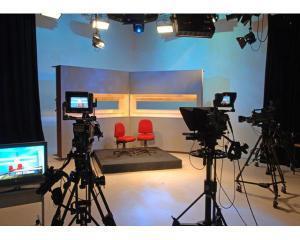 Angajari televizate. AJOFM Cluj isi face studio TV