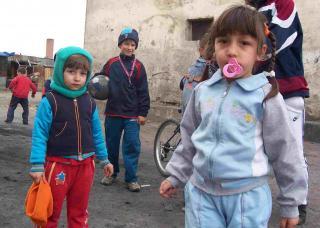 Copilul unei familii de romi, vandut in rate unui cuplu din Franta