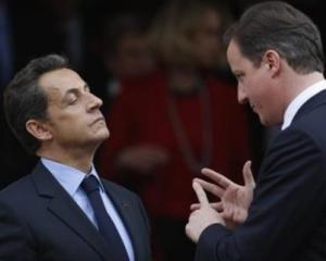 A venit randul lui David Cameron sa-l ironizeze pe Nicolas Sarkozy