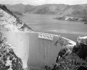 EXCLUSIV: Hidroelectrica a aruncat pe Apa Sambetei profituri posibile de 700 milioane de euro in ultimii trei ani
