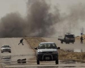 RAZBOI IN LIBIA: Rebelii incearca sa se regrupeze