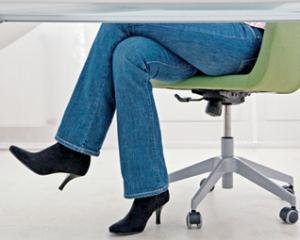 Exercitiile fizice nu te scapa de efectele statului pe scaun la birou [STUDIU]