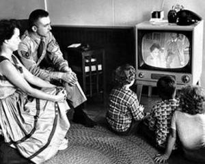STUDIU: 90% dintre romani au cel putin doua televizoare in casa. Cele mai populare sunt CRT-urile