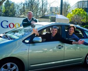 Larry Page a preluat luni functia de director executiv al Google