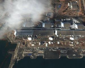 UPDATE JAPONIA: Incendiu la reactorul 4. Nivelul radiatilor a crescut