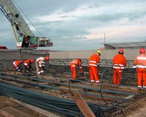 Bechtel are datorii la subcontractori pentru lucrari efectuate in 2010 la Autostrada Transilvania