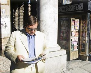Oamenilor cu venituri mari le place sa citeasca ziare si reviste in format print