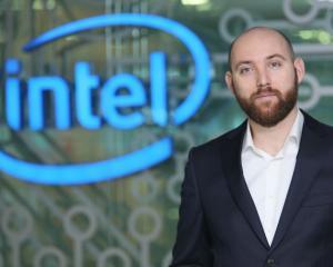 Cursurile Intel Teach Elements, absolvite de 27.000 de profesori din mediul preuniversitar