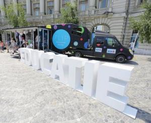BCR a lansat Scoala de bani pe roti, parcand camionul educatiei financiare in Piata Universitatii din Bucuresti