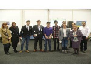 Liceenii isi incubeaza ideile de afaceri in programul Junior Achievement BizzFactory