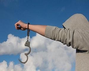 Decriptarea mecanismului care autorizeaza hotia si o transforma intr-un act moral