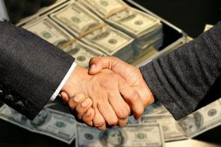 Paradoxul democratiei: Prin alegeri libere, coruptilor li se pune in brate puterea
