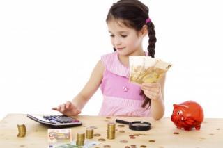 Ministrul Finantelor: Alocatiile pentru copii vor fi majorate de la 1 august. Cat vor primi copiii in plus