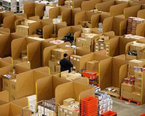 Amazon angajeaza peste 7.000 de persoane