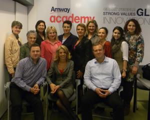 AMWAY a investit 369.000 de dolari in cursurile Academiei AMWAY din Romania