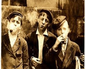 ANALIZA: Istoria exploatarii copiilor in campul muncii