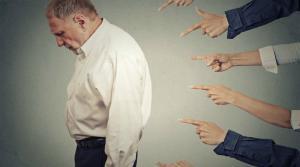 Companiile discrimineaza persoanele cu varsta 50 plus, desi se plang ca nu gasesc forta de munca