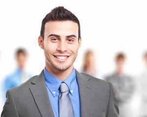 Doua treimi din tineri se angajeaza dupa varsta de 24 de ani