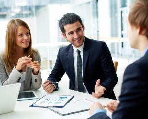 Studiu:  Care sunt angajatorii preferati de romani. Topul industriilor in care s-ar angaja cele mai multe persoane