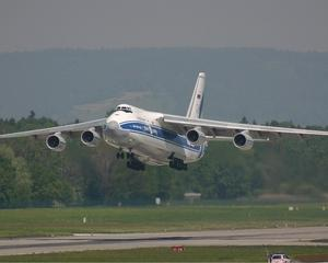 Antonov 124 transporta incarcaturi periculoase de pe Henri Coanda