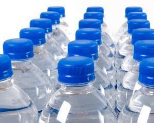 Sinistratii din Arges au primit 6.000 de litri de apa plata de la un producator auto