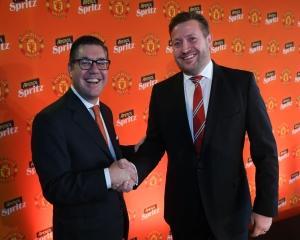Aperol devine partenerul global pe segmentul de bauturi alcoolice al Manchester United
