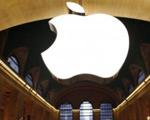 Compania Apple, data in judecata, dupa ce i-ar fi obligat pe angajati sa nu isi ia pauzele de masa