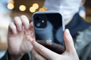 Apple inoveaza iPhone-ul. Telefonul e mai sigur ca niciodata pentru copii. Parintii primesc mesaje daca micutii sunt in pericol, pe internet