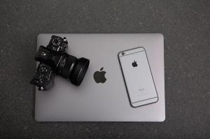 Baietii rai din filme nu au voie sa foloseasca produse Apple