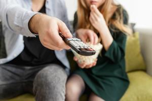 Apple isi lanseaza propriul serviciu de filme online, in competitie cu Netflix